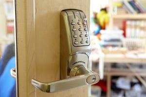 Digital keyless entry door lock
