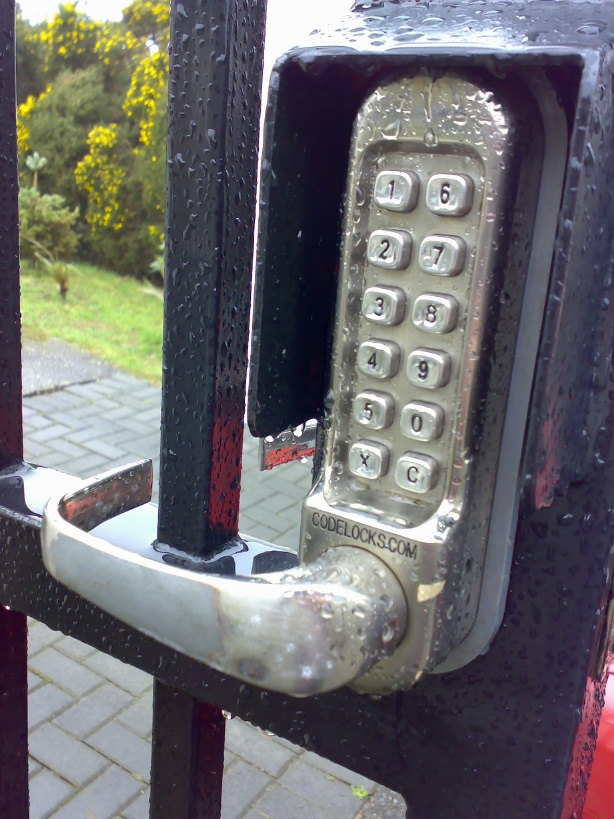 CL500 coded gate lock with handle